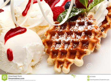 dessert de restaurant avec les gaufres et la glace photo stock image 39748956