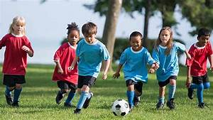 But Foot Enfant : activit s sportives quelle activit extra scolaire pour mon enfant ~ Teatrodelosmanantiales.com Idées de Décoration