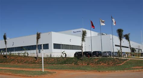 faurecia siege social faurecia inaugure une nouvelle usine à salé