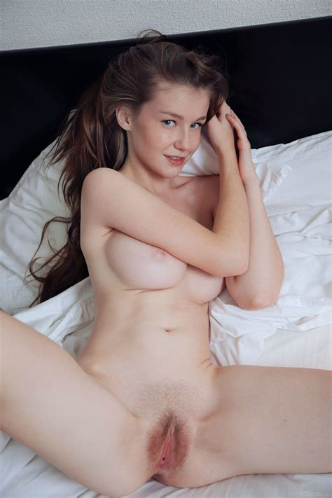 Emily Bloom Spreading Porn Photo Eporner