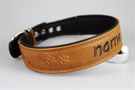 brauner hundehalsband mit namen und pfoetchen stickerei