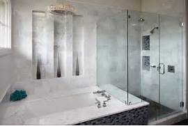 porcelain tiled bathro...
