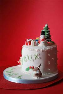 30 Sweet Christmas Cake Decorating Ideas and Designs