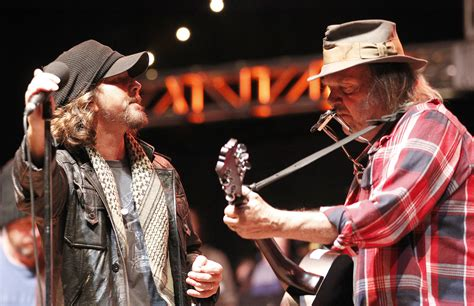 neil young  induct pearl jam  rock  roll hall