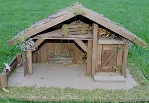 balkon im dach krippe weihnachtskrippe holzkrippe krippenstall elias l handarbeit für figuren bis 13 cm