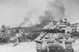 WW2 Photo WWII US Army M4 Sherman Tank in Action / 3063 | eBay