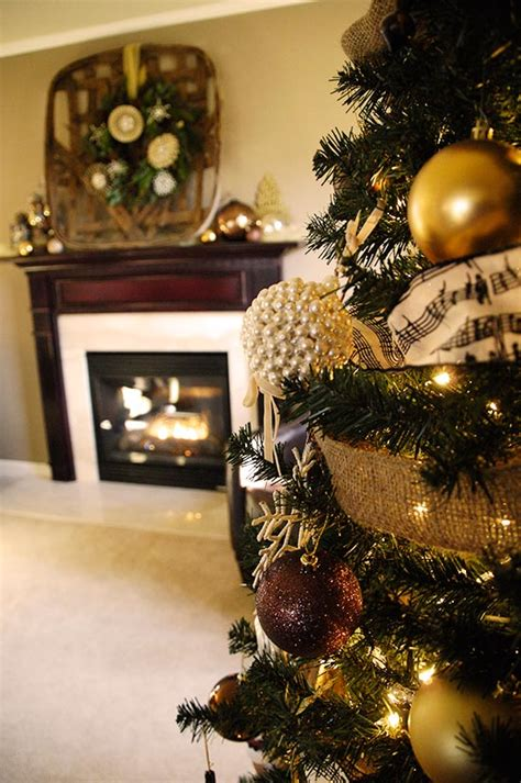 Christmas tree, mantel decorations and more   Living Rich