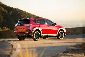 Toyota Rav 4 : toyota launches rav4 39 adventure 39 for people with active lifestyles carscoops ~ Medecine-chirurgie-esthetiques.com Avis de Voitures