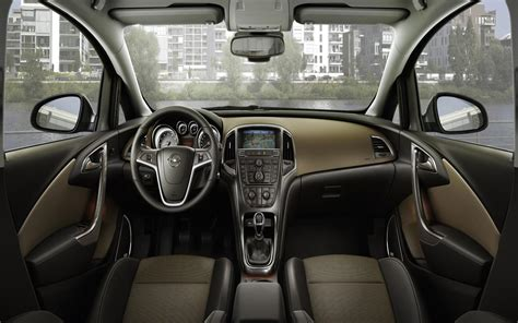 2011 Opel Astra Sports Tourer Image