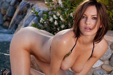 Dakota Rae Pulls Off Her Bikini And Bares Her Beautiful