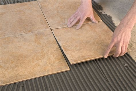 Fliesen Legen Boden by How To Use A Laser Level For Laying Tiles