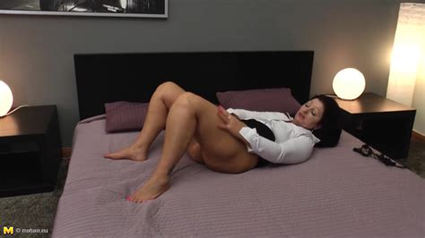Mature Big Ass Mom With Hungry Ass And Pussy Free Porn