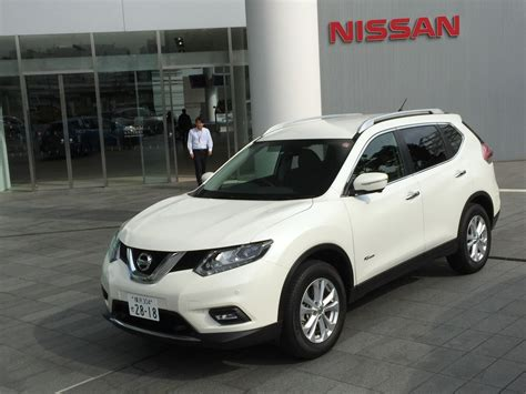 quick drive  nissan rogue hybrid previewed   trail