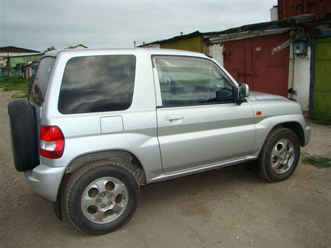 mitsubishi pajero io 2001 mitsubishi pajero io pictures 2 0l gasoline