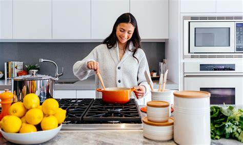 Virtuves iztikas minimums: 16 piederumi, kuriem jābūt ...