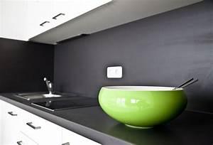 Farben Für Küche : auf edlen dunklen fl chen wie hier in der k che sorgen kr ftige farben f r einen ansprechenden ~ Orissabook.com Haus und Dekorationen