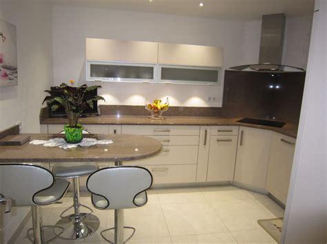 cuisine gris et vert anis beautiful design cuisine grise mur vert anis marseille brico