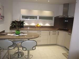 couleur cuisine avec carrelage beige une cuisine couleur With salle a manger couleur taupe pour deco cuisine