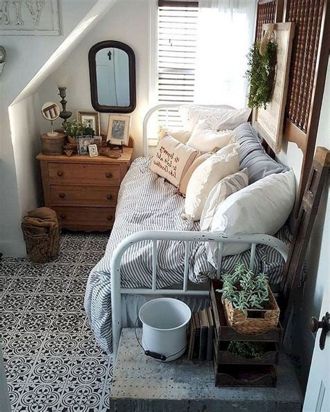 comfortable small bedroom decor ideas  space saving