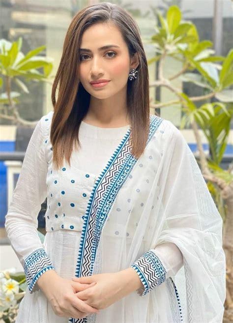pakistani actresses wearing elegant attires  ramadan