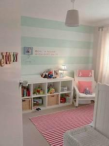 idee peinture rayrues vert deau pour une chambre bebe With chambre bébé design avec montre fleurie femme