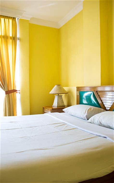 tips dekorasi rumah  warna terang