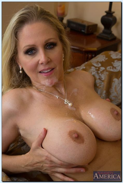 Blonde Lady Next Door Is Getting Fucked Photos Julia Ann