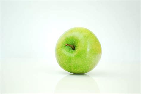 Wet Green Apple · Free Stock Photo