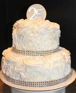 You have to see 25th Wedding anniversary cake by cuppycake!