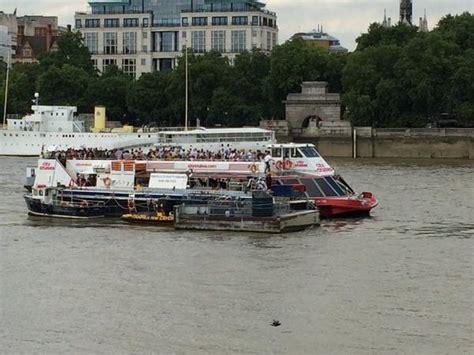 Boat Crash River Thames by Barge Crashes Into River Boat On The River Thames Itv News