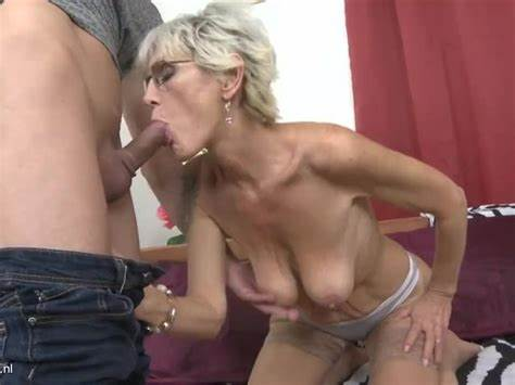 Classy American Woman With Hanging Breast And Shaved Cunt