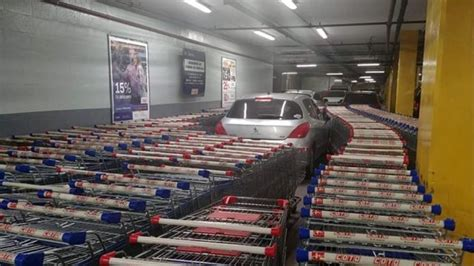 argentina supermarket employees prank moron  parked