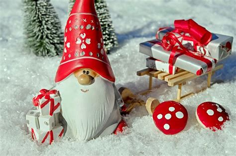 santa claus christmas motif figure  photo  pixabay