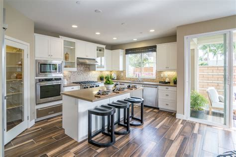 pictures of kitchens with islands latitude at newport heights 7475