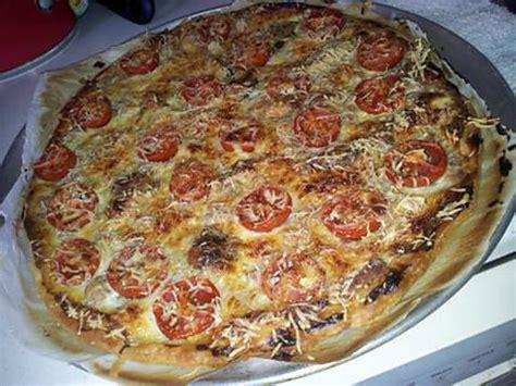 pizza pate feuilletee thon recette de pizza au thon tomates cerise et moutarde