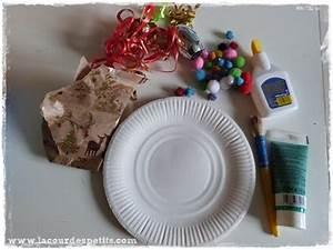 Faire Une Couronne De Noel : une couronne de no l faire soi m me la cour des petits ~ Preciouscoupons.com Idées de Décoration
