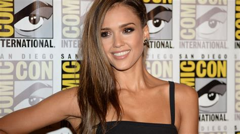 Jessica Alba Had An 'awkward First Photo Shoot With Maxim