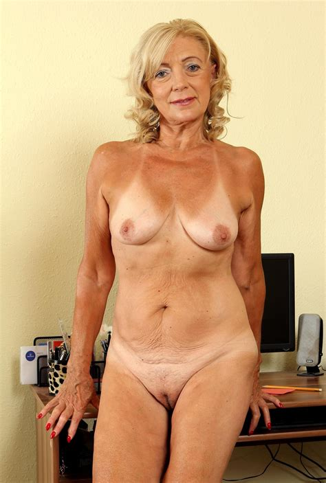 Kam In Gallery Beautiful Blonde Granny Over Yo Gets Naked Full Set