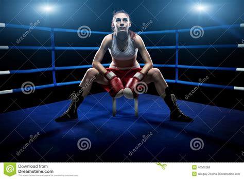 boxing woman sitting    boxing arena