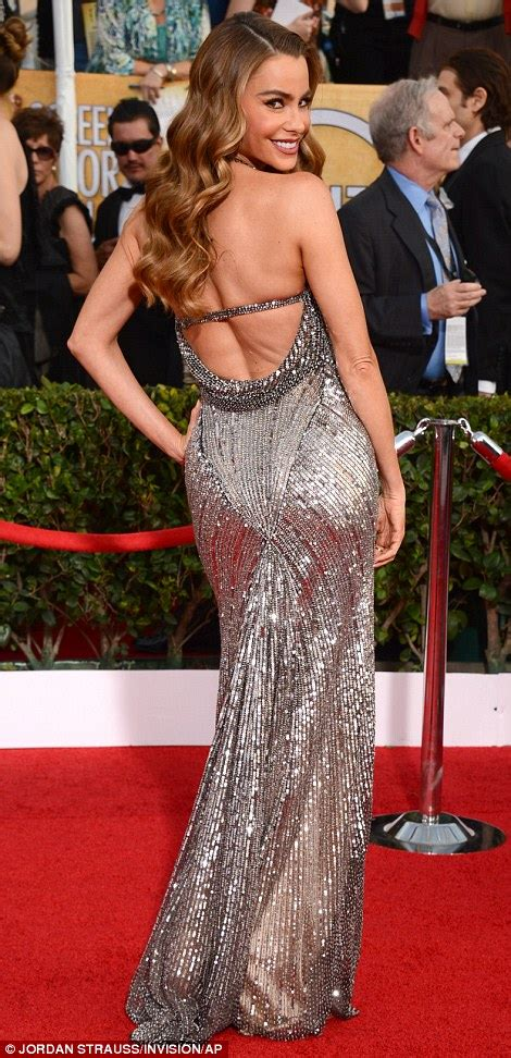 Sag Awards 2014 Amy Adams Jennifer Lawrence And Lupita Nyongo Dazzle As They Hit The Red