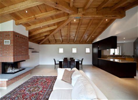 cuisine en bois frene plafond bois tour sur le lambris de plafond en bois
