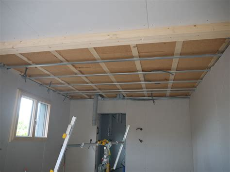 isolation phonique par le plafond isolation notre maison ossature bois