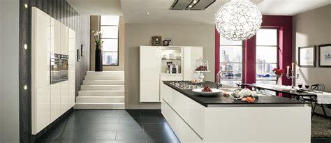 poubelle cuisine blanche cuisine équipée glossy shine cuisine plus