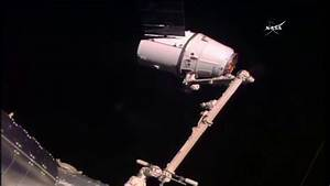 Astronauts Capture Dragon with Robotic Arm – Space Station