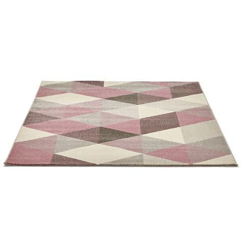 tapis design grafik grand tapis de salon aux tons roses
