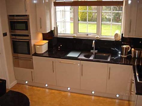 kitchen  contrast colors ayanahouse