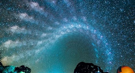 See The Awesome March Of The Milky Way Across The Night