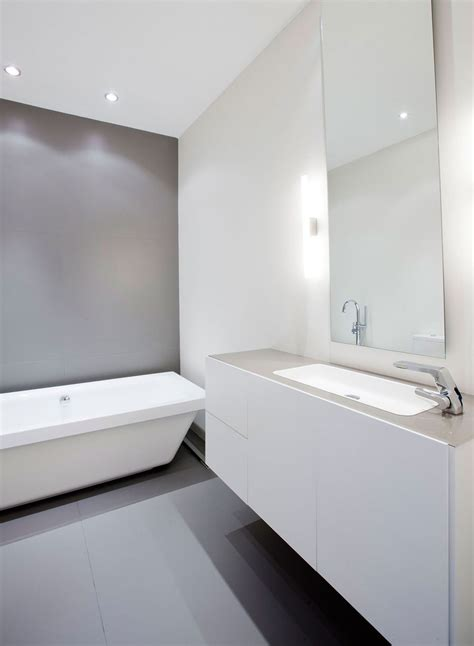 Discover how to hide an ugly shower door, really remove soap scum, and more! Modern Apartment in Madrid by IlmioDesign | White bathroom ...