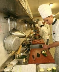 poste chef de cuisine fiche métier cuisinier