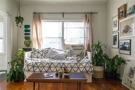 How To Decorate Studio Apartment - a small studio apartment gets a large dose of function and